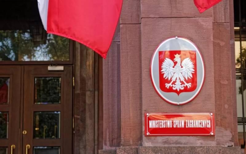 «Вслед за США»: Польша объявила трёх российских дипломатов персонами нон грата