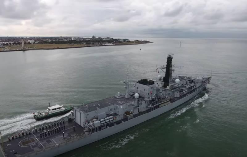 Для отправки боевых кораблей в Чёрное море Британия разделит свою авианосную ударную группу