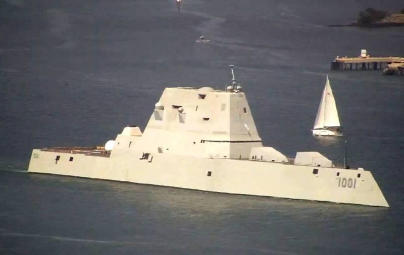 На стелс-эсминце класса Zumwalt ВМС США установили системы спутниковой связи для учений с дронами