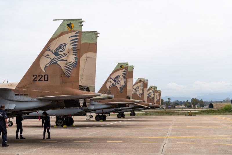 Самолёты ВВС Израиля подняты в воздух в связи с ракетным обстрелом израильской территории