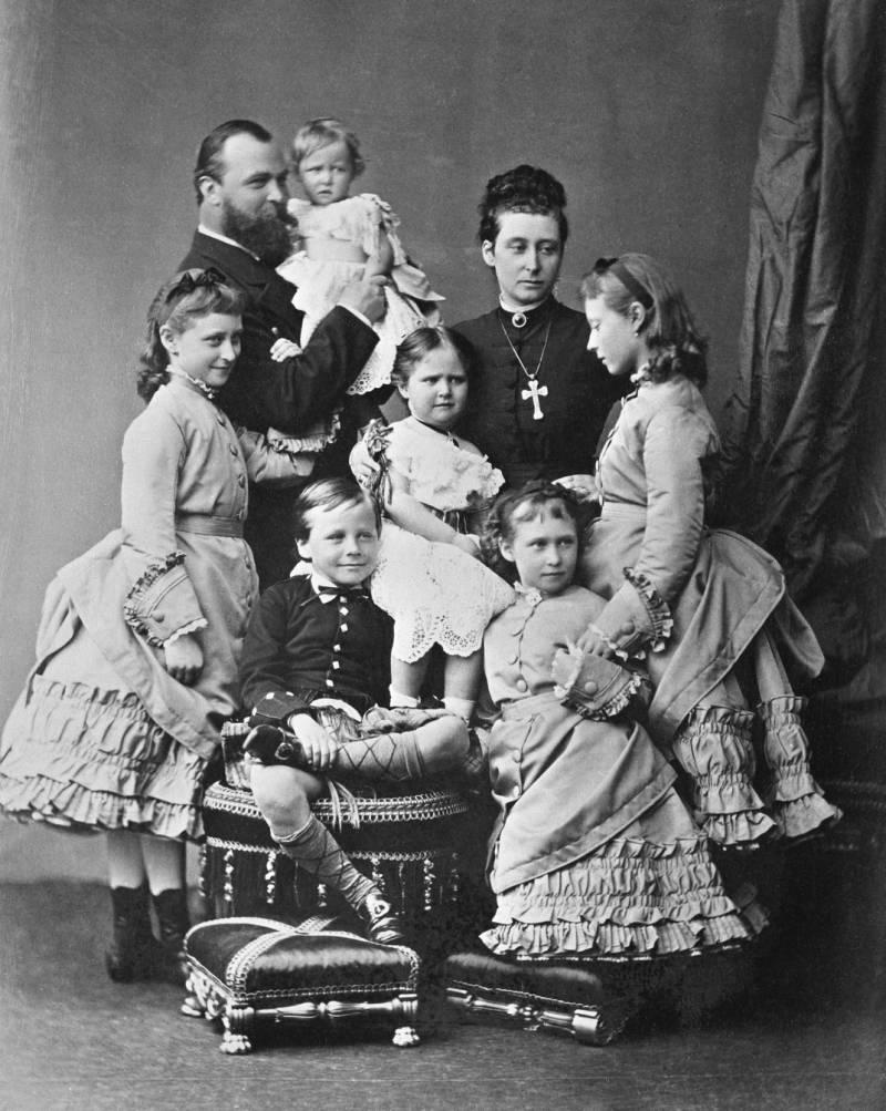Роковая женщина дома Романовых. Жених и невеста