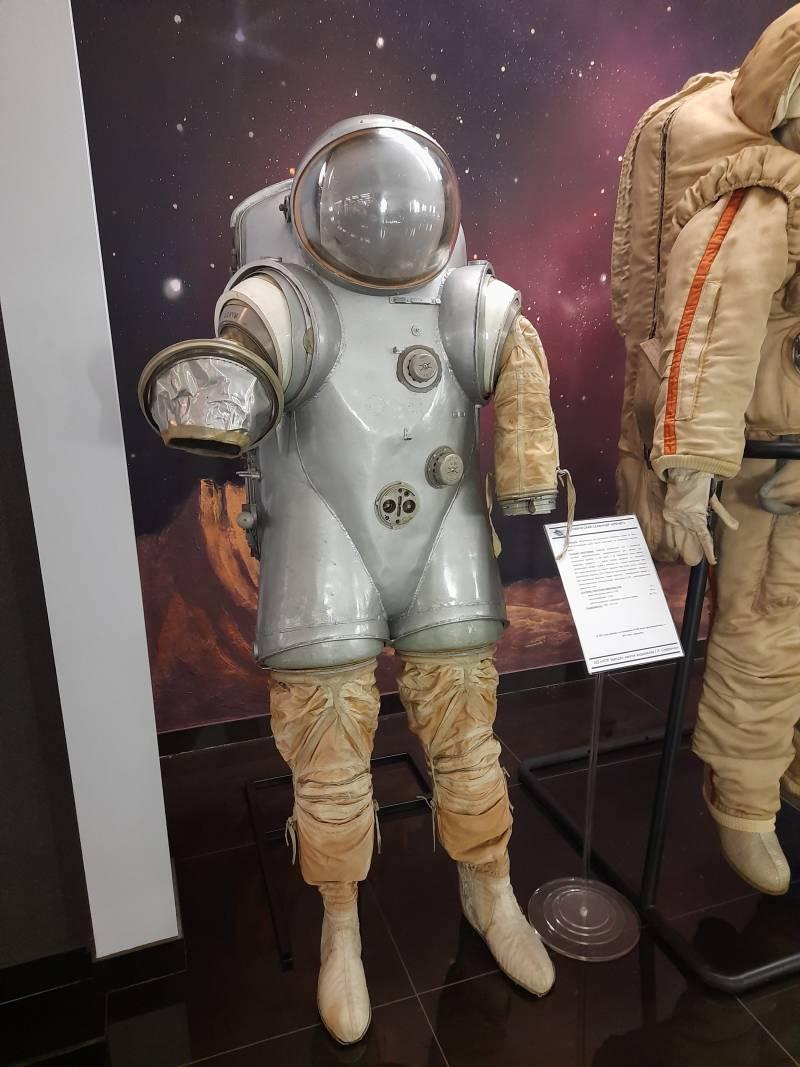 Лунный скафандр полужесткого типа «Кречет-94»