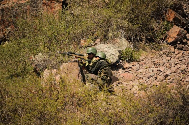 К границе Киргизии и Таджикистана стягивают бронетехнику