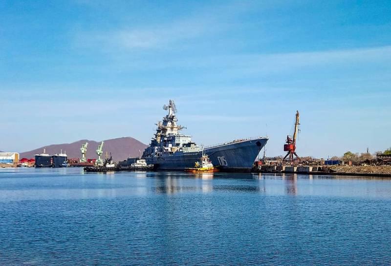 Тяжёлый атомный ракетный крейсер «Адмирал Лазарев» отбуксировали на утилизацию
