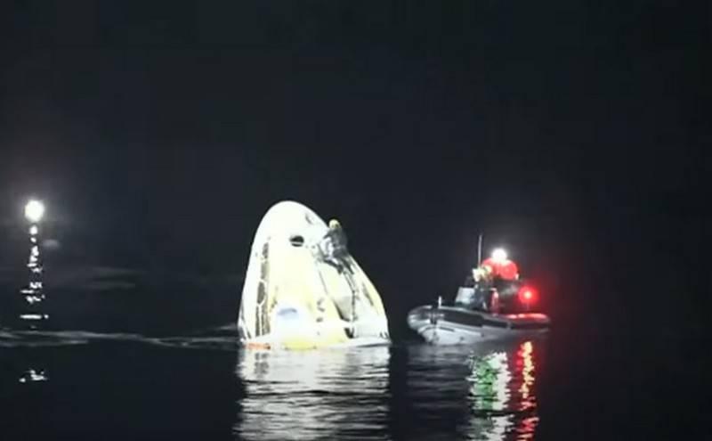 미국 선박 크루 드래곤이 멕시코만에서 성공적으로 물에 튀기다