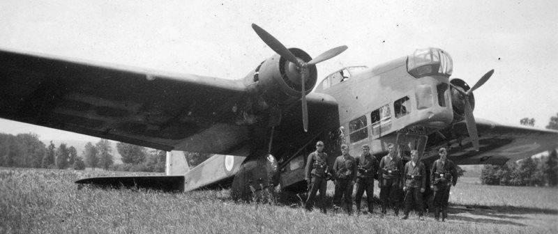 Боевые самолеты. Летающий сыр был бы уместнее