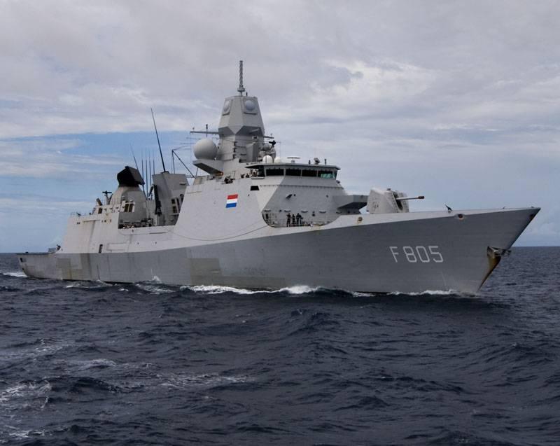 Британия усиливает группу кораблей, идущих в Чёрное море, фрегатом Королевских ВМС Нидерландов