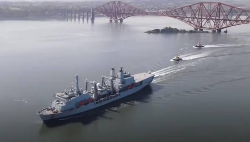 「そして、ロシア艦隊に火事があります」:国の唯一の補給船XNUMX月に火事になっている英国のメディア