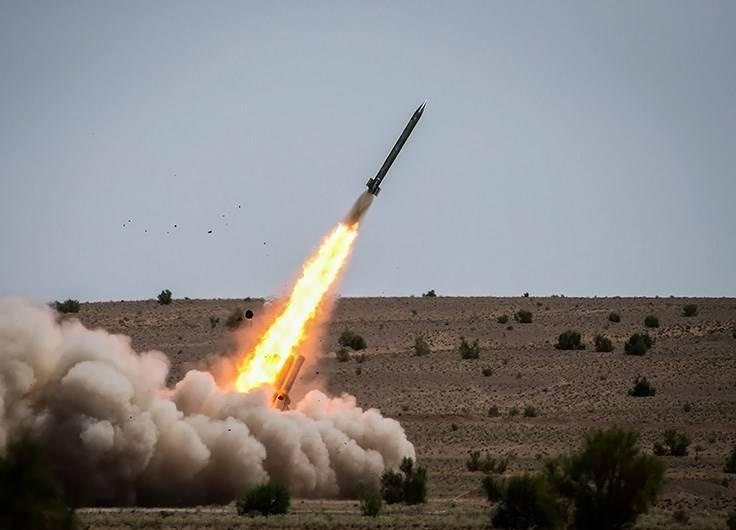 空袭:巴勒斯坦非制导导弹和无人机