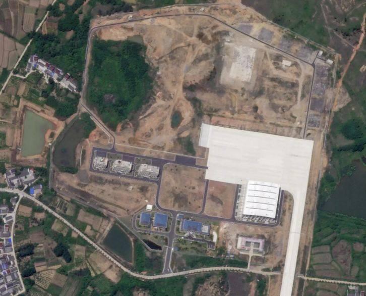 アメリカのメディアは、中国の空軍基地で「奇妙な格納庫」の目的を解明しようとしました