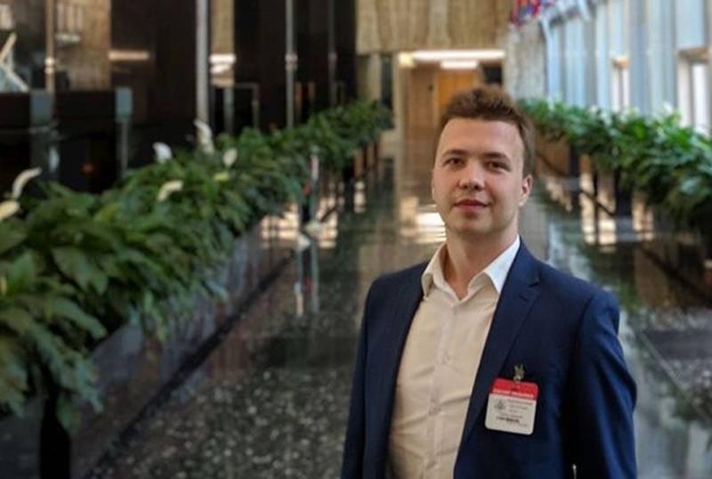 TV Belarus: a polícia deteve Protasevich após publicar sua foto no aeroporto de Minsk