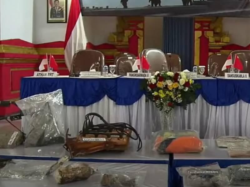इंडोनेशियाई नौसेना की डूबी पनडुब्बी नंगगला-402 से रेस्क्यू कैमरा और अन्य सामान बरामद