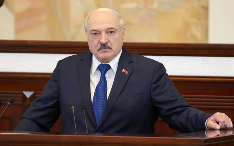 Lukashenka sull'incidente con l'aereo: è difficile immaginare cosa accadrebbe se i sistemi di sicurezza delle centrali nucleari entrassero in piena prontezza al combattimento