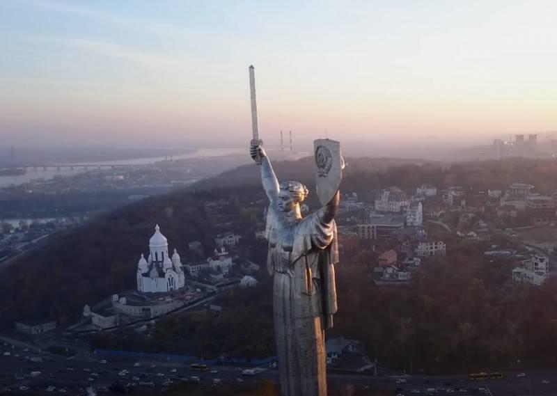 В Киеве заявили о намерении демонтировать герб СССР с монумента «Родина-мать»