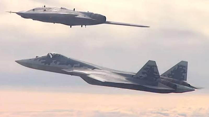 Человек и робот: Су-57 дополняют ударными БПЛА