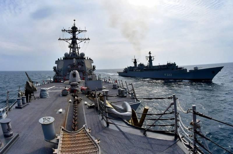 Адмирал ВМС США: Москва и Вашингтон на пороге конфликта в Черном море