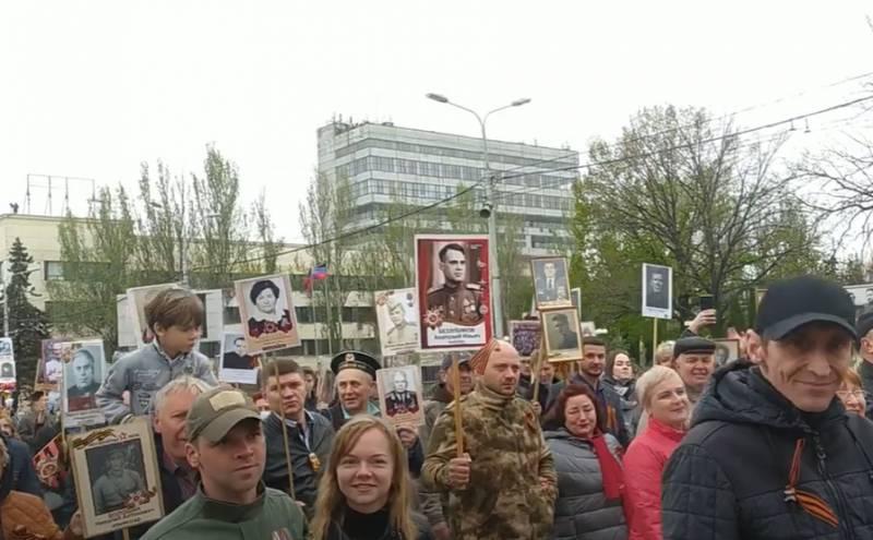 На донецком шествии «Бессмертного полка» вышли с портретом деда президента Украины Зеленского