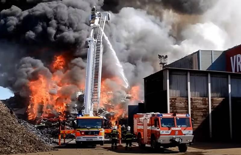 Власти чешской Остравы: Перед пожаром на металлургическом предприятии Витковице прогремел взрыв
