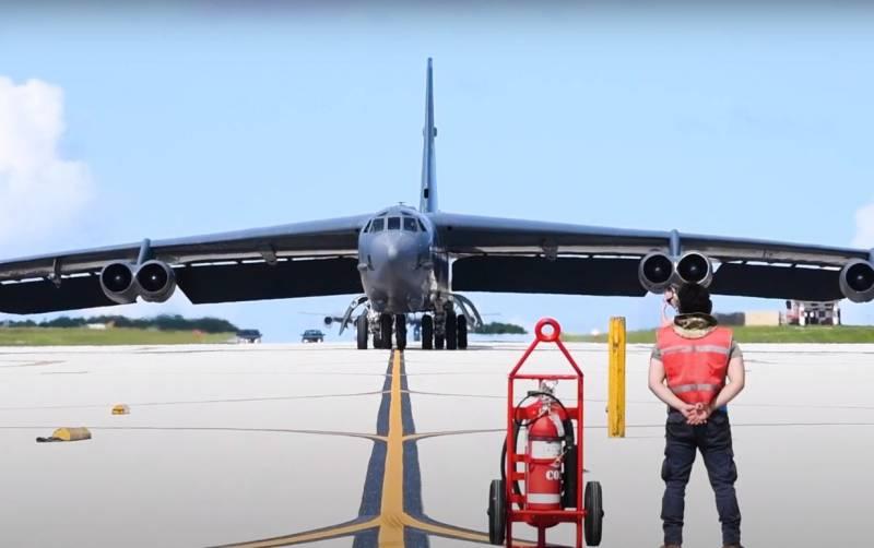 Стратегический бомбардировщик ВВС США В-52 имитировал пуск гиперзвуковой ракеты на Аляске