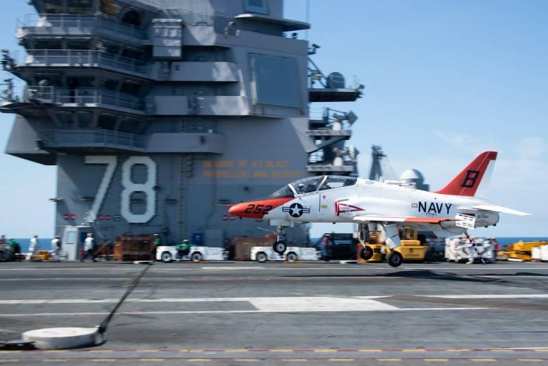 Два учебно-тренировочных самолёта ВМС США T-45 Goshawk столкнулись в воздухе