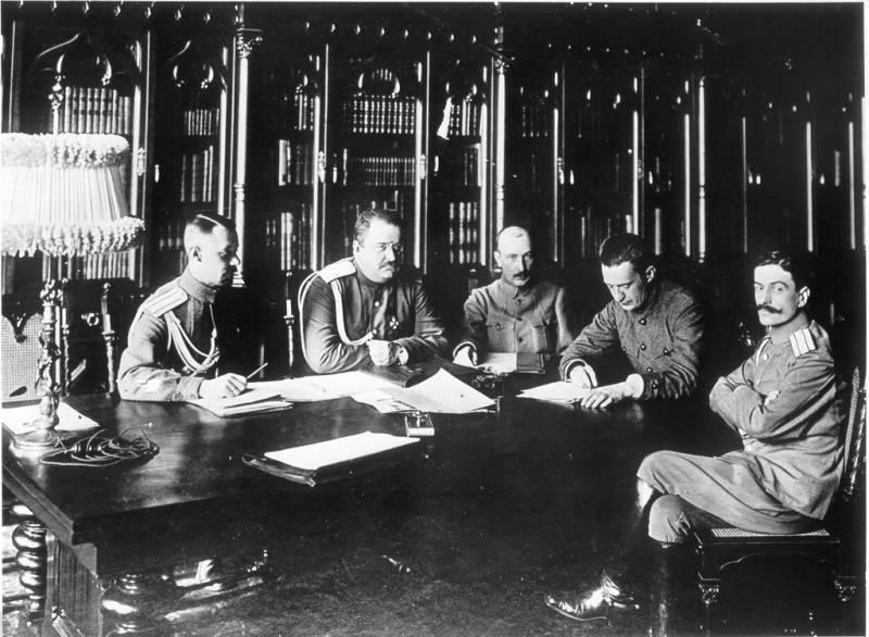 Просто министры, не капиталисты – Керенский, Верховский и Маниковский