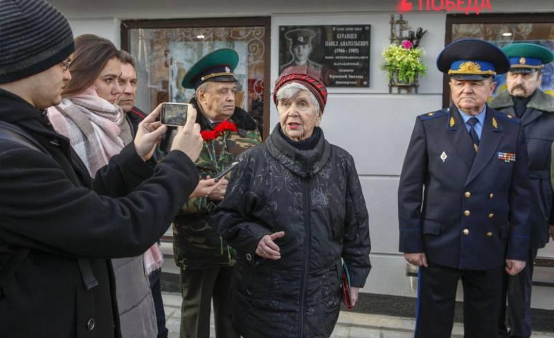 Мама пришла на улицу сына. Павла Буравцева