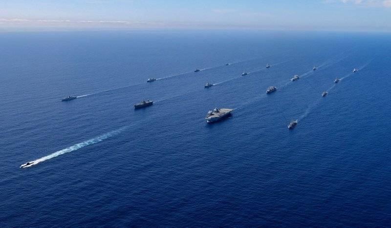 एचएमएस क्वीन एलिजाबेथ के नेतृत्व में ब्रिटिश विमान वाहक समूह ने भूमध्य सागर में प्रवेश किया