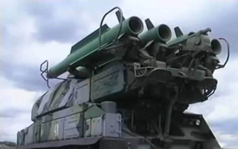 「私たちは国民にパニックにならないようにお願いします」:ウクライナ軍の指揮官はクリミア半島の国境近くで大規模な防空演習の開始を発表しました