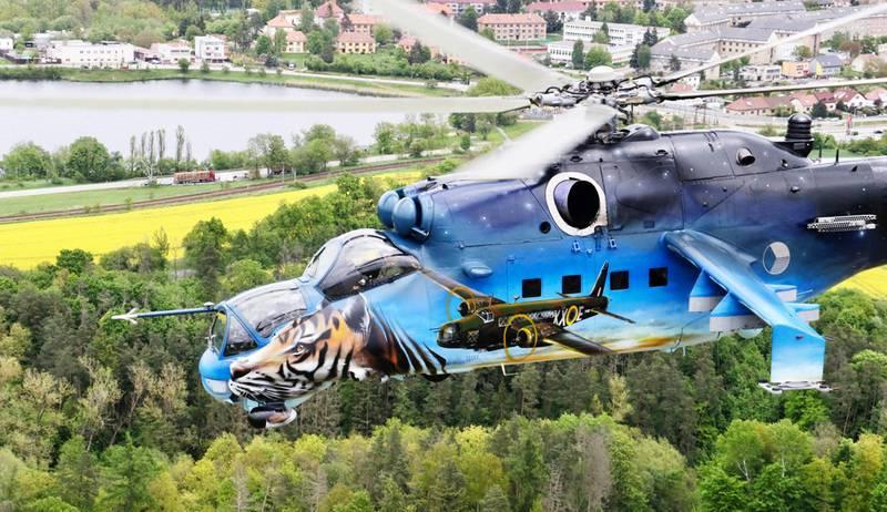 «В знак благодарности за службу»: в Чехии украсили уходящий в отставку вертолёт Ми-24
