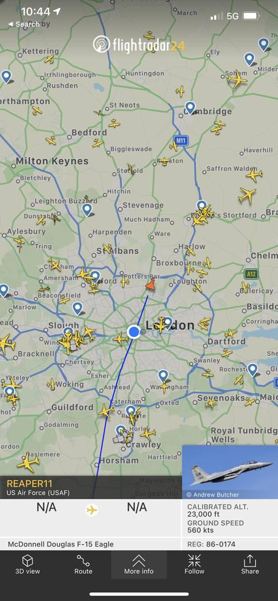 «Как будто началась война за Британию»: жители Лондона обратились в полицию из-за шума истребителя F-15 ВВС США
