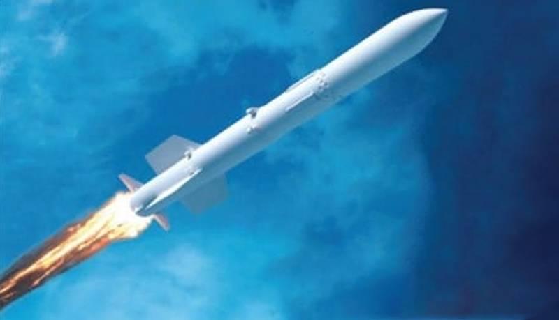На выставке в Киеве представляют макет унифицированной зенитной ракеты «Коралл»