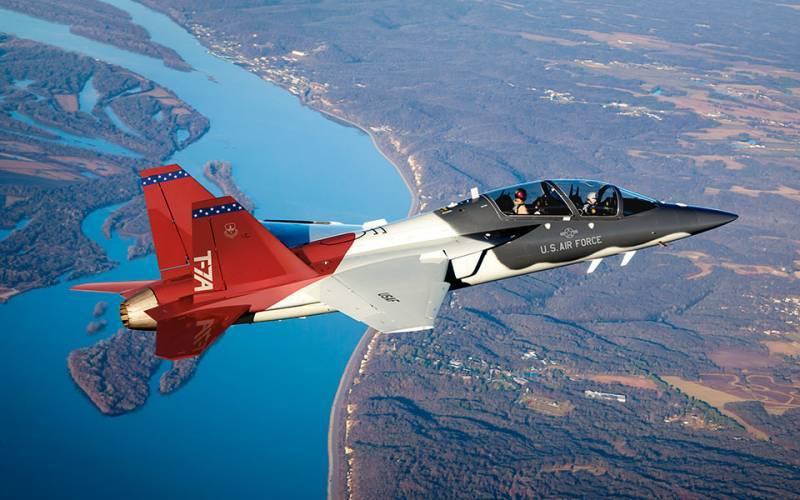 Die Serienproduktion des neuesten amerikanischen Trainers T-7A Red Hawk wurde verschoben