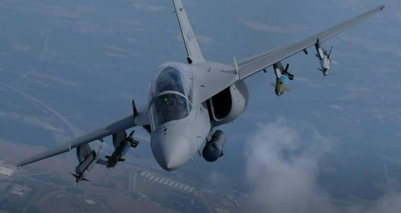 「彼らの役割で素晴らしい仕事をしました」:イタリアのM-35飛行機はF-346戦闘機に反対しました
