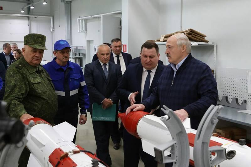«Никто не гарантирует, что мы не будем воевать» - Лукашенко на оборонном предприятии
