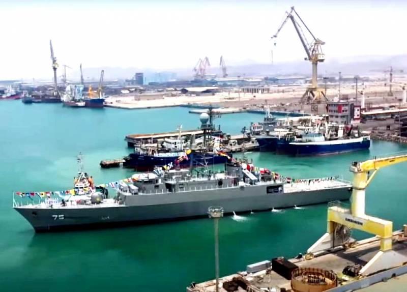 ВМС Ирана получили новый эсминец «Дена»