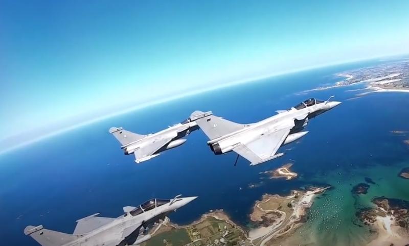 Российские Су-35 «пролетели»: Индонезия выбрала французские истребители Rafale