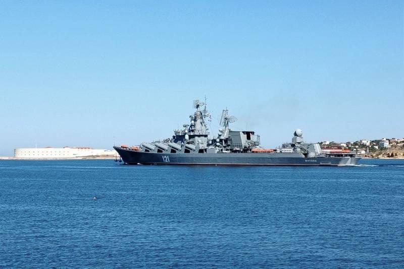 Флагман Черноморского флота крейсер Москва отправился в Средиземное море