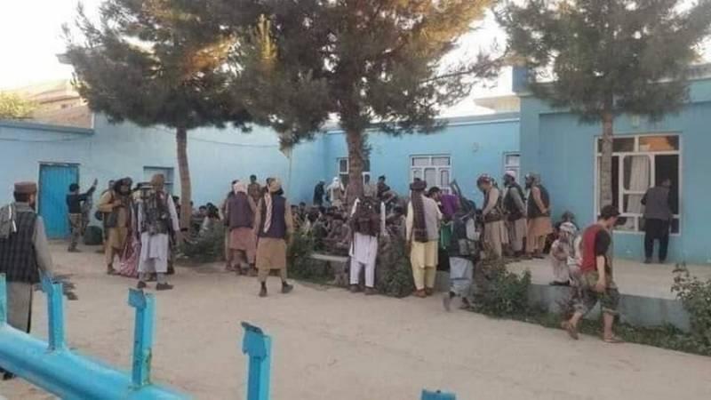 Талибы наступают: Правительственные силы Афганистана продолжают терять территории