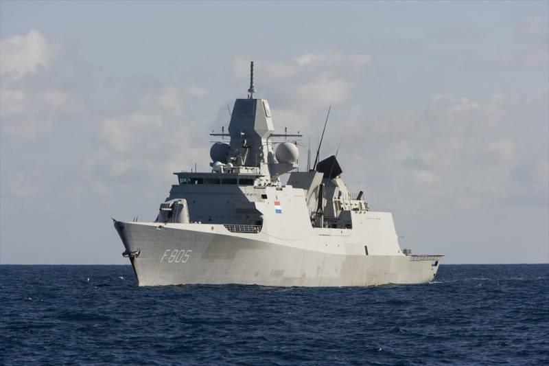 Минобороны РФ: Фрегат ВМС Нидерландов двигался в направлении Керченского пролива