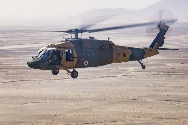 الولايات المتحدة تتبرع بسبع طائرات هليكوبتر جديدة من طراز UH-60 بلاك هوك للجيش الأفغاني
