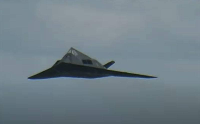 在美国,有人建议将退役的F-117A隐身飞机再次带到演习中,练习与中国歼20的战斗