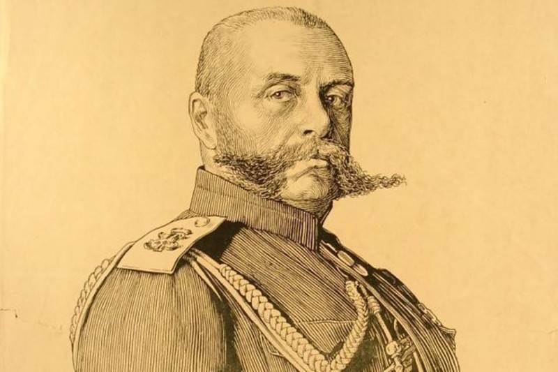 Антонов-Овсеенко – первый из первой тройки. Во главе Наркомата по военным делам