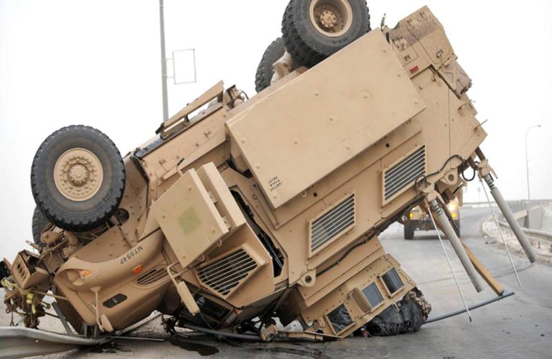 「かなりの数の事故が横転に関連している」:米軍は軍用車両の事故率を評価した