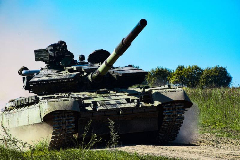 При погрузке перевернулся танк вооружённых сил Украины
