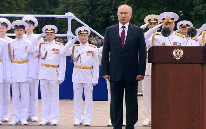 В ходе главного парада в День ВМФ РФ президент Путин напомнил о заветах Петра Великого