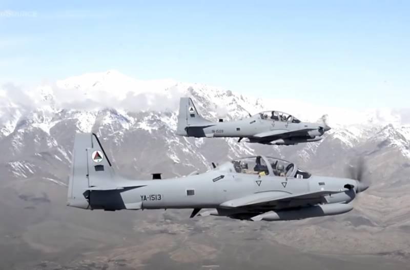 Боевая авиация Афганистана поднята в воздух в районе границы с Таджикистаном