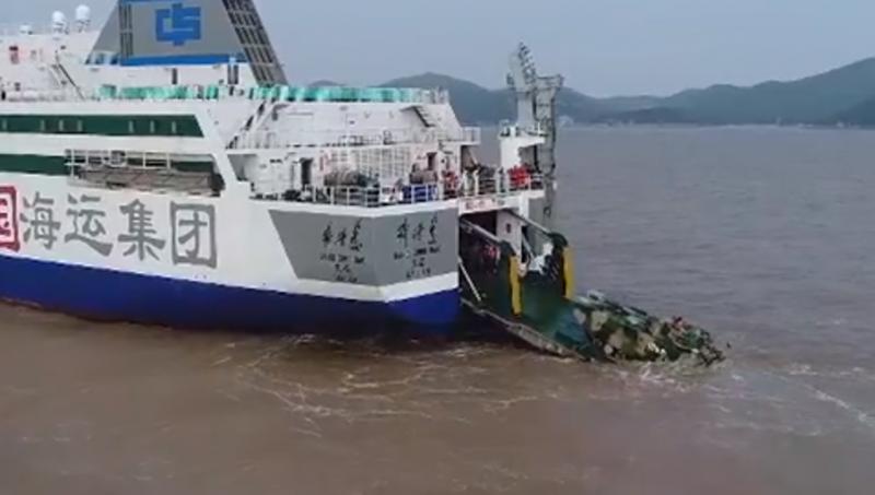 «Заполнить пробел в десантных кораблях»: Китай начал переоборудовать автомобильные паромы