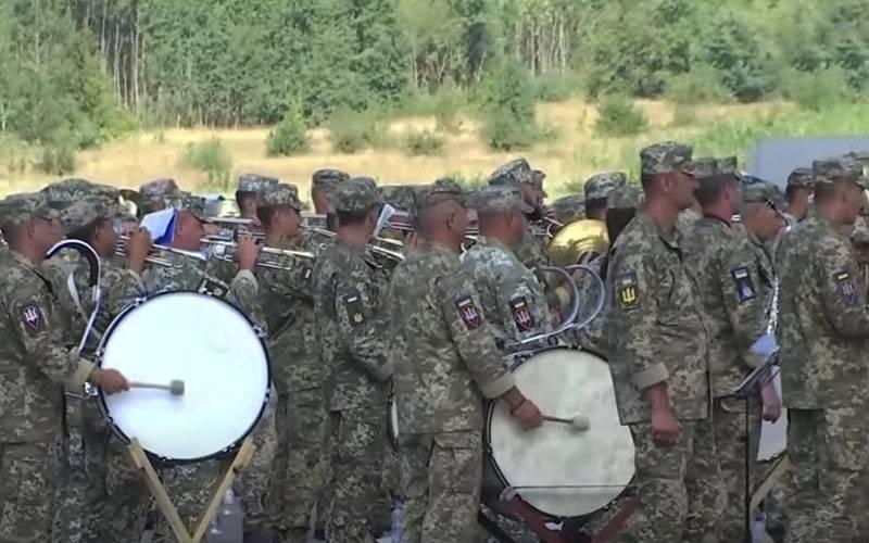 Парад с новым строевым шагом: Глава Минобороны Украины заявил об отходе «от советской системы организации парадов»