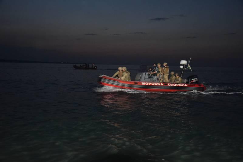 ВМС и Погранслужба Украины провели учения по отражению «российского десанта» в акватории Азовского моря