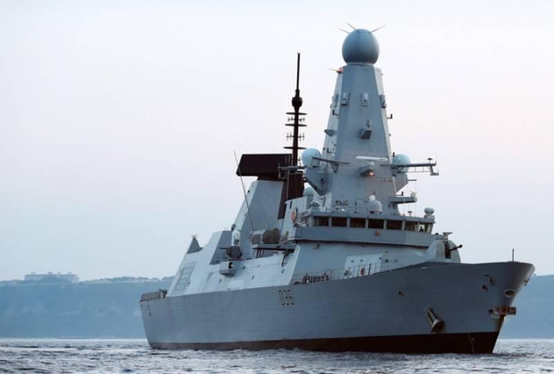 Британский чиновник, потерявший на остановке секретные бумаги об эсминце Defender, едва не стал послом НАТО